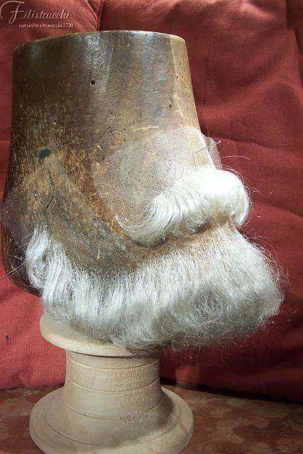 la foto ritrae una barba e un paio di baffi stile Giuseppe Verdi art BF004 BA005