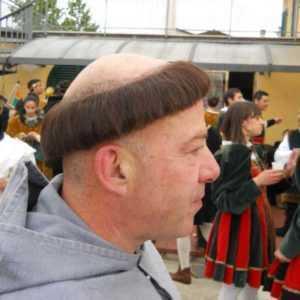 L'immagine rappresenta una parrucca da frate con tonsura. art FR001