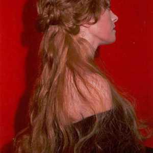 Parrucca con trecce e code in capelli naturali con acconciatura rinascimentale art R01