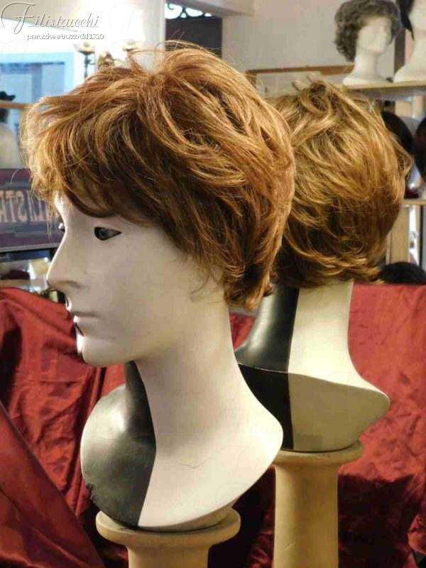 la foto ritraee una Parrucca sintetica NEW-BROADWAY-col-637T