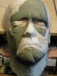 Il modellato in plastilina della maschera della Creatura di Frankenstain realizzato dalla nostra bottega.