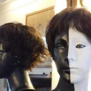 Parrucca Dimitra in capello sintetico colore castano