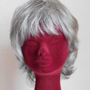 Parrucca sintetica Eleonora colore grigio 56
